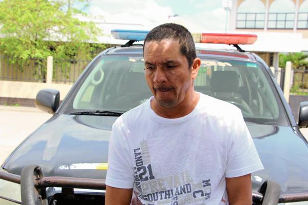 Eusebio Arévalo Román, de 54 años, fue capturado por la PNC en Poptún, Petén, luego de que hirió a balazos a un agente. (Foto Prensa Libre: Walfredo Obando)
