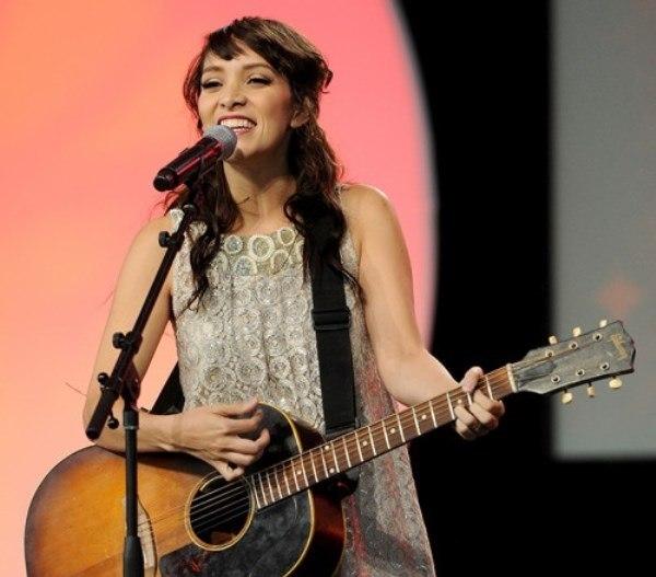La cantautora nacional Gaby Moreno fue invitada para cantar el tema de la serie Elena de Avalor. (Foto Prensa Libre: People en Español)