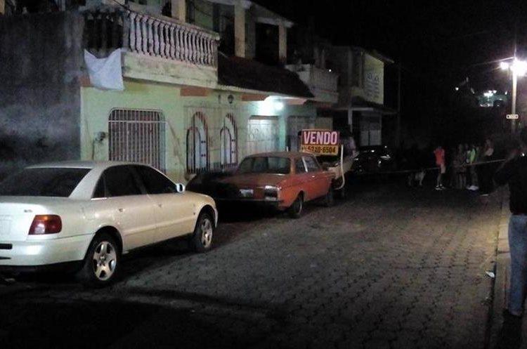 Lugar donde sucedió el ataque armado contra el médico Héctor Manuel Samayoa Minera. (Foto Prensa Libre: Cruz Roja Guatemalteca).
