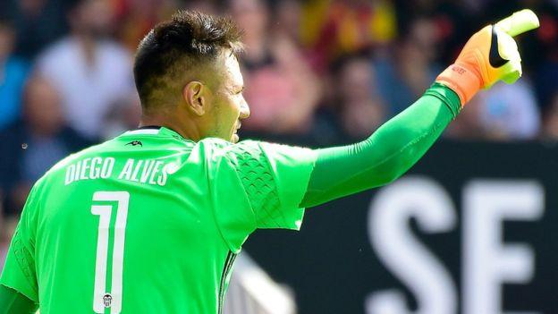 Diego Alves, portero del Valencia, se convirtió en el guardameta que más penaltis ha salvado en la historia de la Liga en España. (Getty Images)