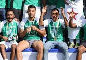 El portero David Guerra (centro), es uno de los cinco jugadores que este jueves fueron dados de baja por Antigua GFC. (Foto Prensa Libre).