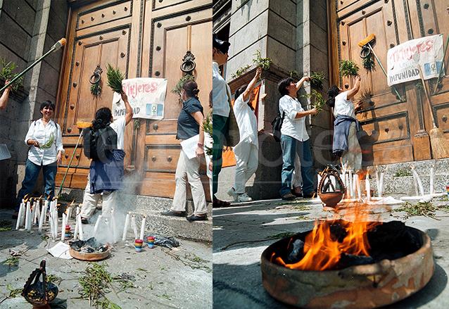 """Candelas, veladoras, rosas y el fuego sagrado fueron utilizados por un grupo feminista para """"limpiar"""" de corrupción e impunidad el Congreso. (Foto: Hemeroteca PL)"""
