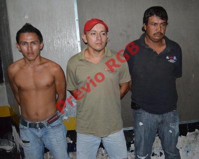 Picop en el que era trasladada una res robada en la ruta entre Champerico y Retalhuleu. (Foto Prensa Libre: Jorge Tizol)