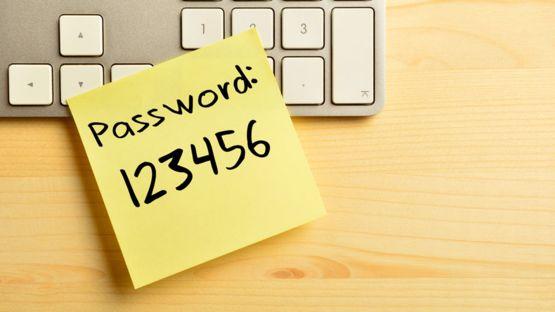 Algunas contraseñas son tan complicadas que los usuarios las escriben en notas autoadhesivas y las pegan a sus computadoras. GETTY IMAGES