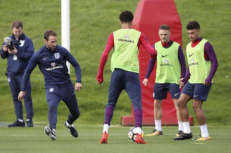 El técnico de Inglaterra Gareth Southgate intenta que su selección llegue en buen momento. (Foto Prensa Libre: AP)