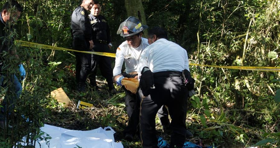 Lugar donde fue encontrado el cadáver de Mario René Castañeda Portillo, en Parramos. (Foto Prensa Libre: Víctor Chamalé).