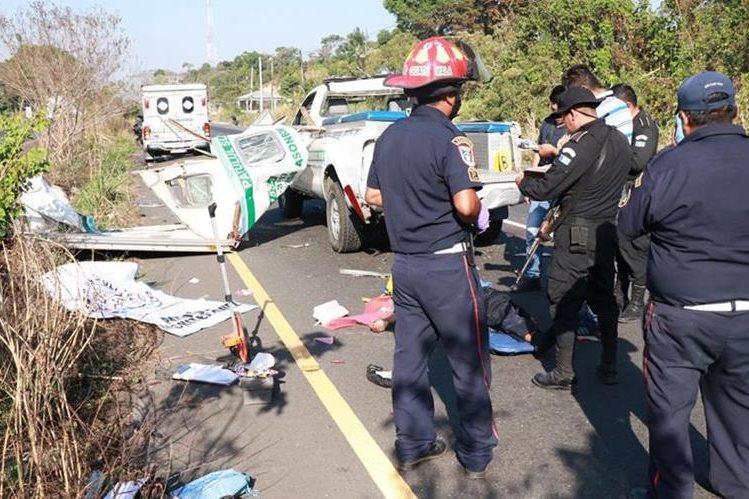 El accidente ocurrió en el km 123 Río Bravo, Suchitepéquez.(Foto Prensa Libre: Cristian Icó)