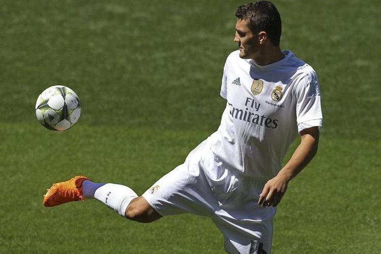 Kovacic recién fue presentado como nuevo jugador del Madrid y podría debutar el domingo en Gijón. (Foto Prensa Libre: AP)