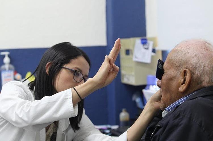 La causa principal asociada al desarrollo del glaucoma es la edad (Foto Prensa Libre: Erick Ávila)