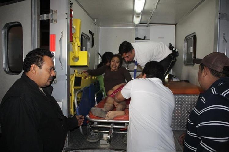 Quince mujeres quedaron heridas cuando picop volcó en Jutiapa. (Foto Prensa Libre: Óscar González)