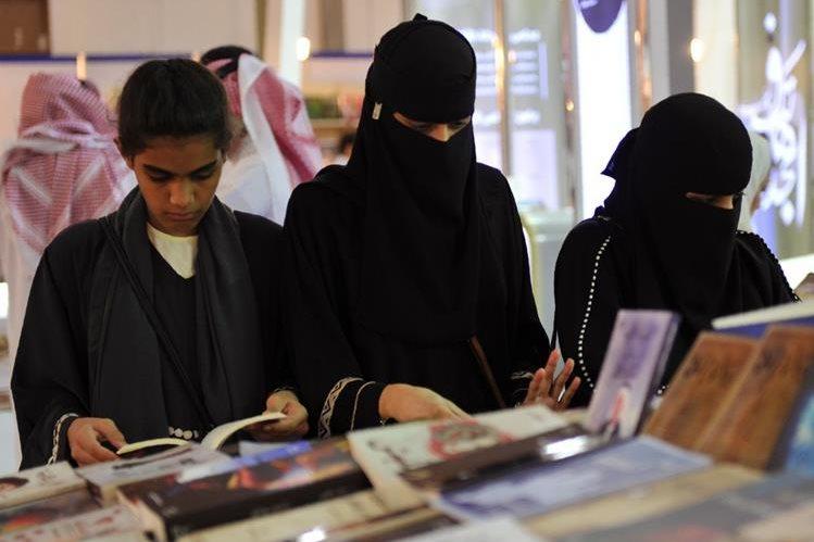 En Arabia Saudí el padre tiene derecho a casar a su hija de menos de 16 años al cumplir varios requisitos legales. (Foto Prensa Libre: AFP).