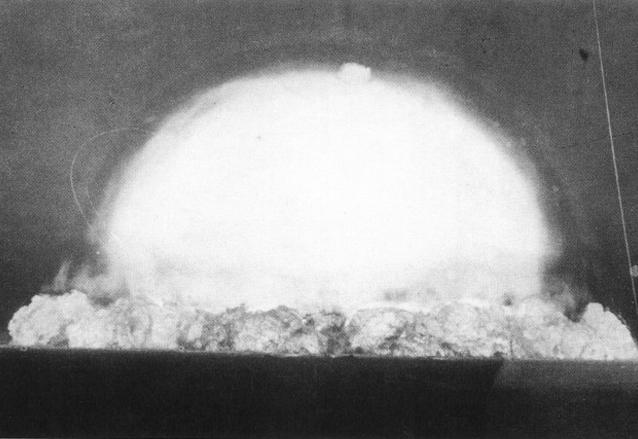 """Explosión de la bomba atómica """"Trinity"""" el 16 de julio de 1945. (Foto: Internet)"""