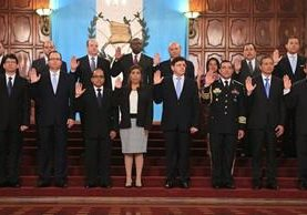 Sherry Ordoñez, al centro, durante la juramentación del Gabinete el pasado jueves en el Palacio Nacional. (Foto Prensa Libre)