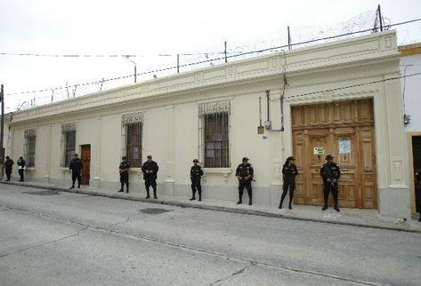 Se incrementa seguridad en las afueras de la sede del Registro de Ciudadanos por las amenazas  y presiones de organizaciones políticas  contra los  magistrados del TSE.