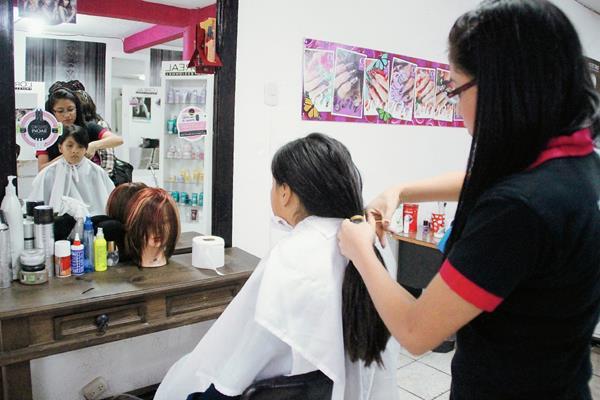 Organizadores de la campaña hacen un llamado a la población de Huehuetenango para que donen cabello. (Foto Prensa Libre: Mike Castillo)