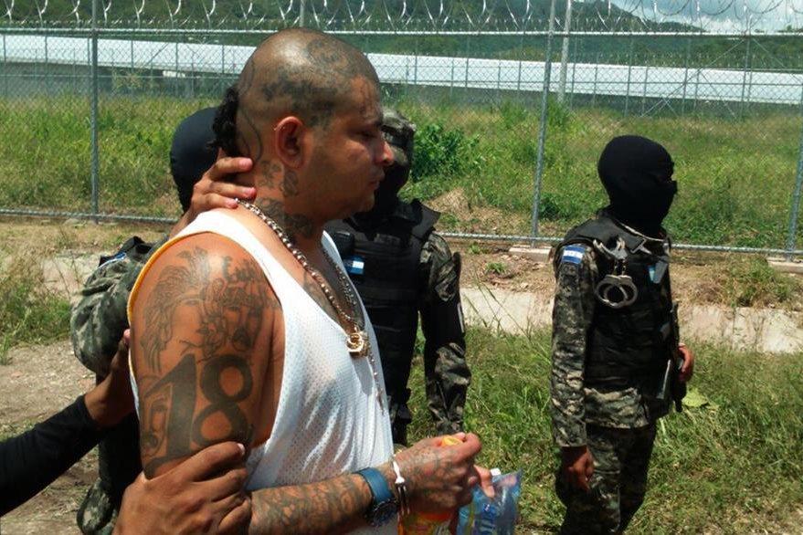 Los delincuentes de alta peligrosidad serán remitidos a la prisión de Santa Bárbara. (Foto Prensa Libre: AFP).