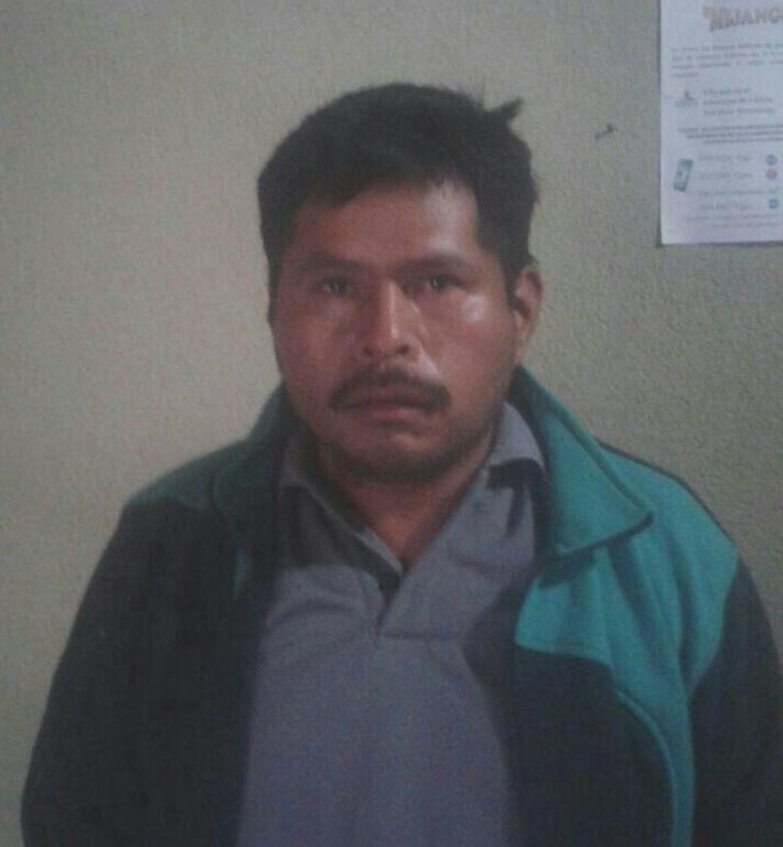 Carlos Humberto Cay Solís es aprehendido por la PNC, luego de haber sido vapuleado por una turba en Sumpango, Sacatepéquez. (Foto Prensa Libre: PNC)
