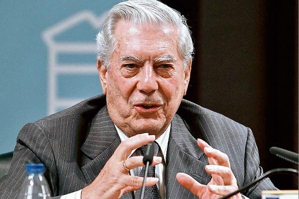 <p>Mario Vargas Llosa habla sobre Octavio Paz, en Universidad Complutense de Madrid. (Foto Prensa Libre: Archivo)</p>