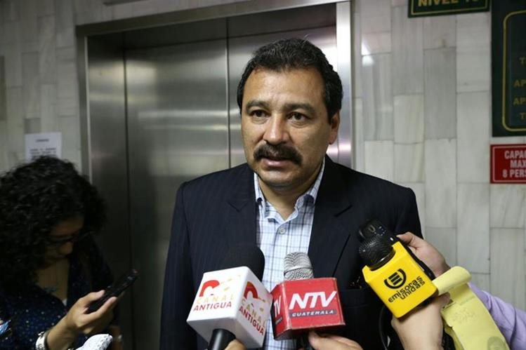 Abogado César Calderón espera que le otorguen medida sustitutiva al expresidente Otto Pérez Molina (Foto Prensa Libre: Paulo Raquec)
