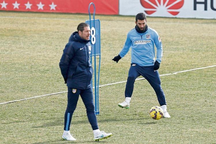Turán es un valuarte en el equipo de Simeone y vuelve tras una suspensión. (Foto Prensa Libre: EFE)