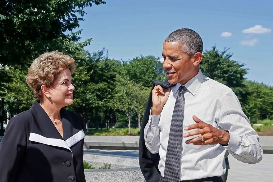 Dilma Roussefff y el presidente estadounidense Barack Obama durante su visita al monumento a Martin Luther King Jr. (Foto Prensa Libre: EFE).