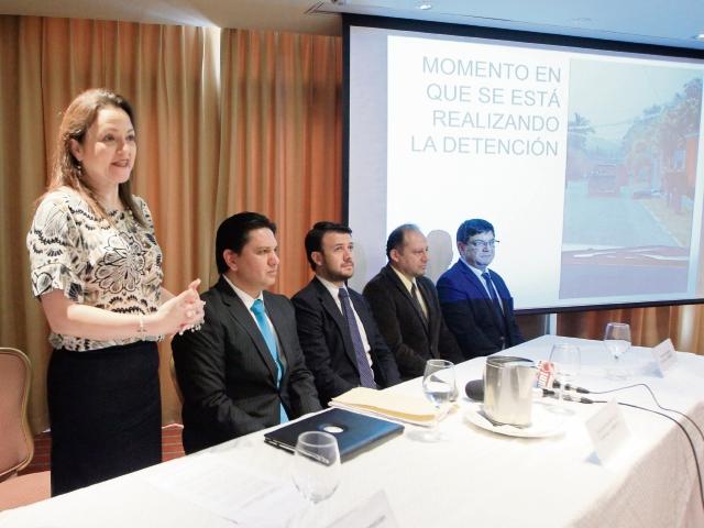 Carolina Castellanos, de Alds, junto a ejecutivos de Exmingua y Gremiext, en la conferencia de prensa.
