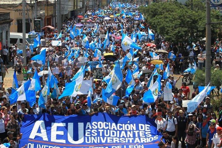 La Asociación de Estudiantes de la Universidad de San Carlos fue el movimiento principal que convocó a la manifestación. (Foto Prensa Libre: Estuardo Paredes)