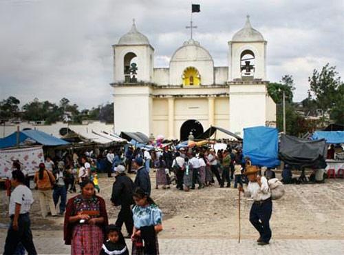 Templo actual de San Martín Jilotepeque. El poblado lleva el nombre del obispo francés San Martín de Tours. (Foto Prensa Libre: internet)