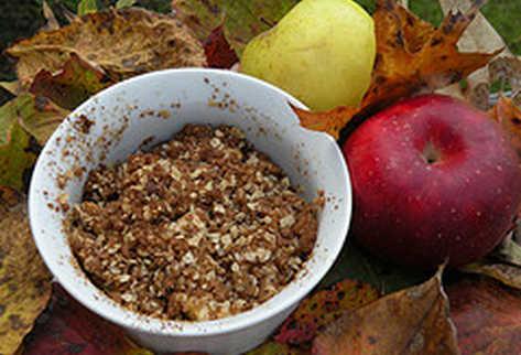 La avena y la manzana poseen propiedades que benefician la salud del organismo.