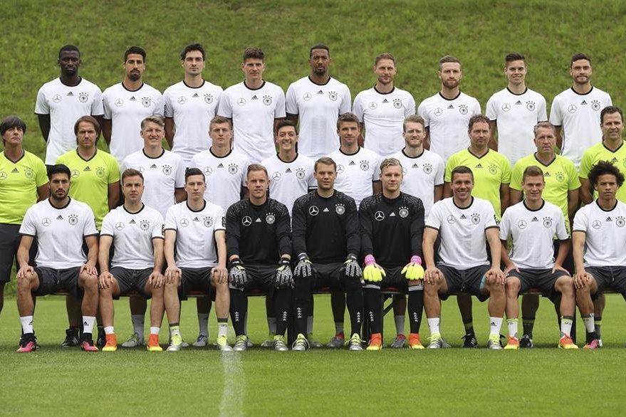 La selección alemana de fútbol posa previo a su participación en la Eurocopa 2016. (Foto Prensa Libre: EFE)