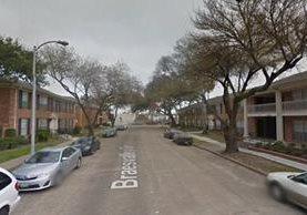 El hecho ocurrió en la calle 5400 Braes Valley Drive, Houston, cuando el padre del bebé le enseñaba a caminar. (Foto Prensa Libre: Google Maps)