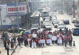 Padres de familia y alumnos de una escuela de la zona 2 protestaron esta mañana.