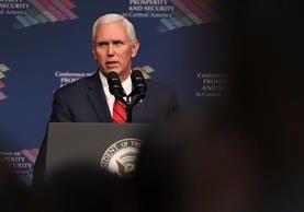 El vicepresidente de los Estados Unidos, Mike Pence, durante la cumbre con presidentes del Triángulo Norte de Centroamerica. (Foto Prensa Libre: AFP)