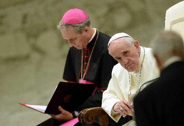 El Papa simplifica los trámites para reconocer la nulidad del matrimonio.