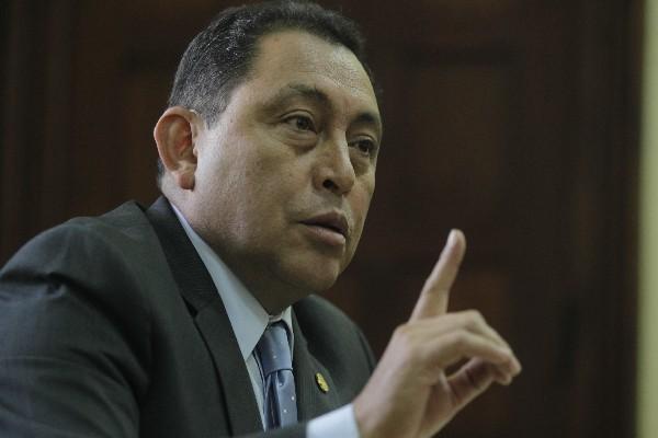 Mauricio López Bonilla es denunciado por la CGC por supuesta sobrevaloración de cámaras de vigilancia para la PNC. (Foto Prensa Libre: Hemeroteca PL)