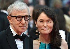 Woody Allen y su esposa Soon-Yi llegan a Cannes. (Foto Prensa Libre AFP)