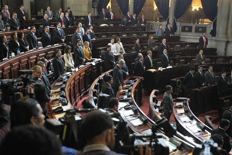 Diputados aprobaron el Presupuesto 2016 tan solo 6 minutos antes de agotarse el plazo constitucional. (Foto Prensa Libre: Hemeroteca PL)
