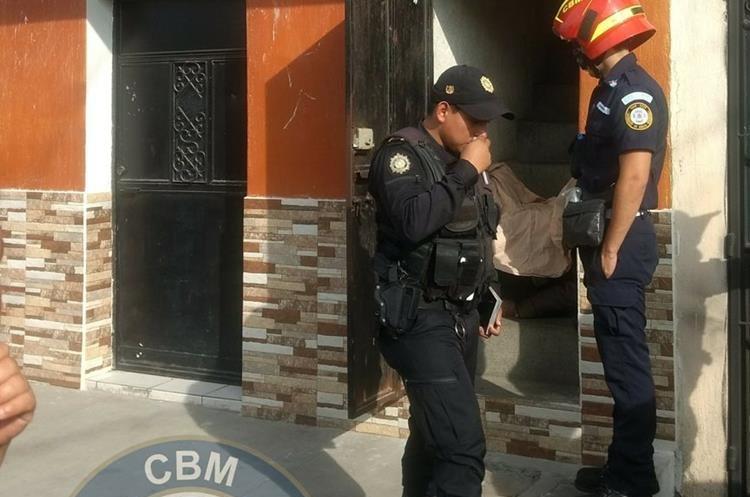 Un hombre fue encontrado sin vida dentro de un hotel en la colonia La Florida, zona 19. (Foto Prensa Libre: CBM)