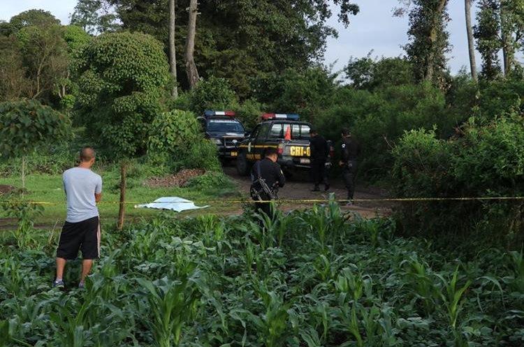 El cadáver de una mujer fue localizado en Chimaltenango.(Prensa Libre: Víctor Chamalé)