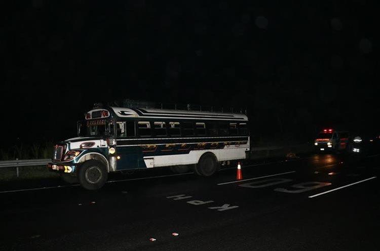 Pasajeros relataron que todos los días un autobús es asaltado en la autopista. (Foto Prensa Libre: Enrique Paredes)