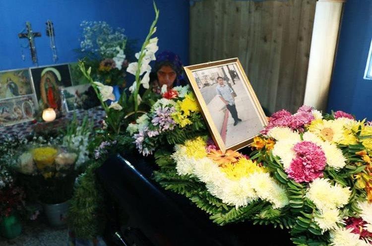 Ataúd que contiene los restos de Paxtor Pérez