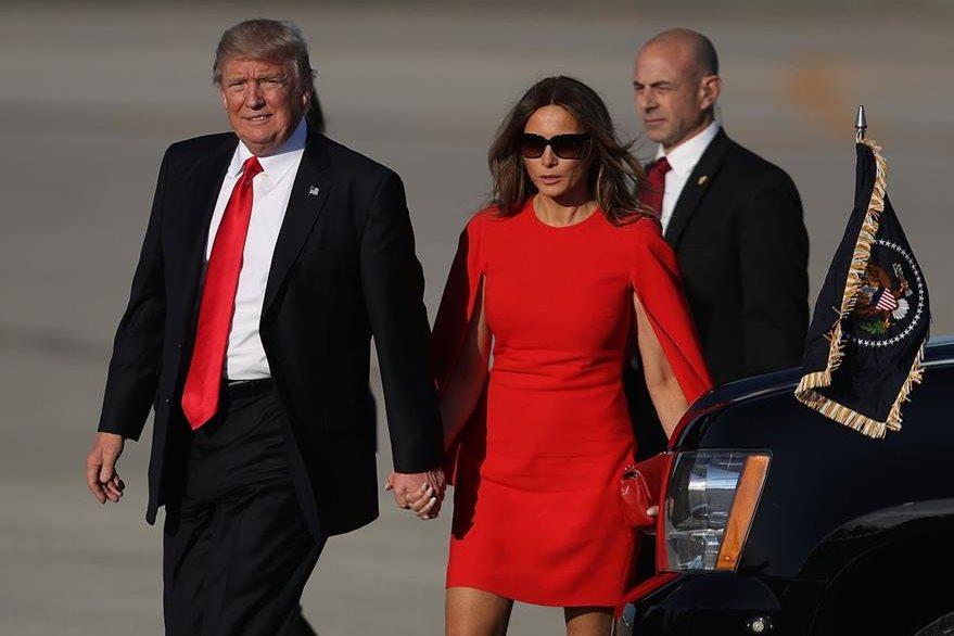 Por unos segundos la pareja estuvo tomada de la mano. (Foto Prensa Libre: AFP)