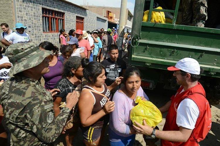 El gobierno peruano se moviliza para ayudar a los damnificados. (Foto Prensa Libre: AFP)