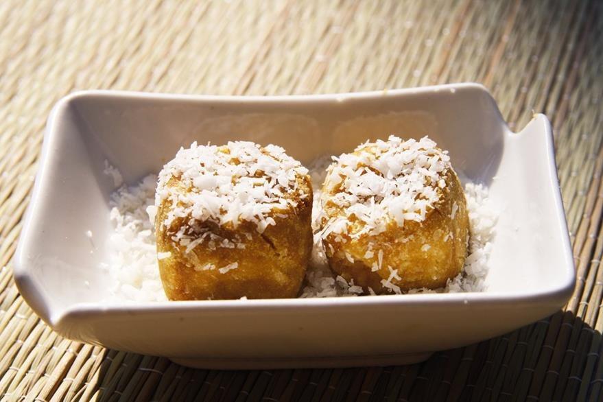 La ralladura de coco es un clásico entre los productos derivados del coco. La mayoría de los chefs coinciden en que es mucho mejor -y más rica- si se la prepara en casa.