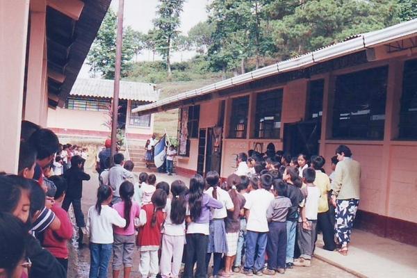 <p>La publicación regula la distancia y cantidad de maestros para centros educativos. (Foto Prensa Libre: Archivo)</p>