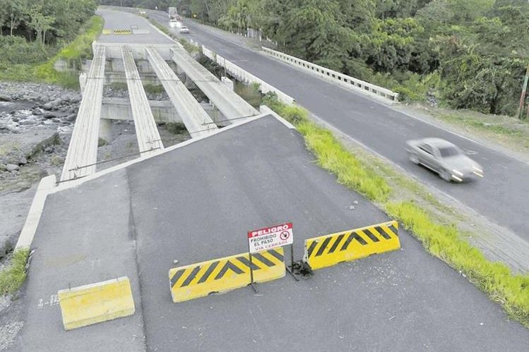 Carretera inconclusa en ruta al pacífico que la empresa Odebrecht tenía como responsabilidad en un contrato. (Foto Prensa Libre: Hemeroteca PL)