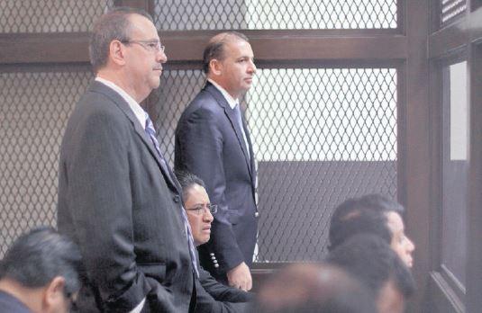 Diecisiete de los señalados prestan atención a los cargos imputados por el MP. (Foto Prensa Libre: Edwin Bercián)
