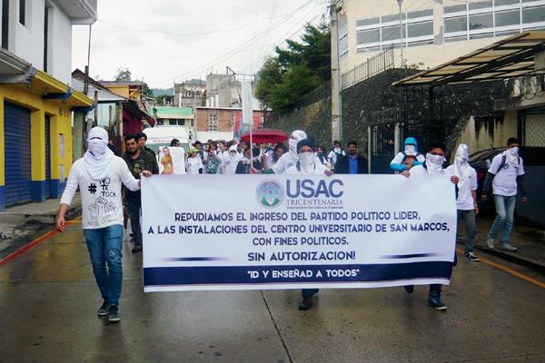 Marcha de estudiantes del Cusam, de San Marcos, por haber sido violada la autonomía de la Usac. (Foto Prensa Libre: Genner Guzmán)