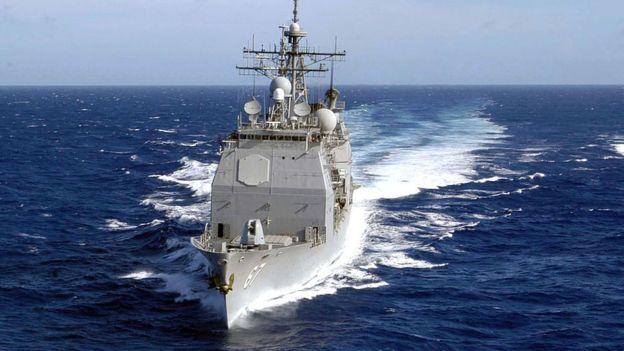 Los cruceros Ticonderoga pueden transportar helicópteros SH-60 Seahawk (foto referencial). GETTY IMAGES