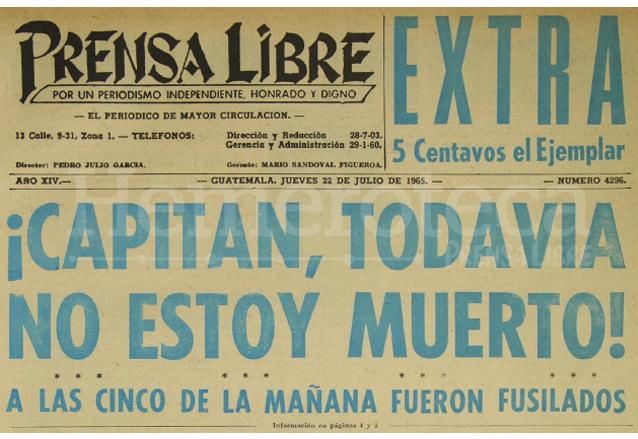 Titular de Prensa Libre del 22 de julio de 1965 que informaba sobre la ejecución de cinco reos en el interior de la Penitenciaria Central, uno de ellos pidió el tiro de gracia. (Foto: Hemeroteca PL)